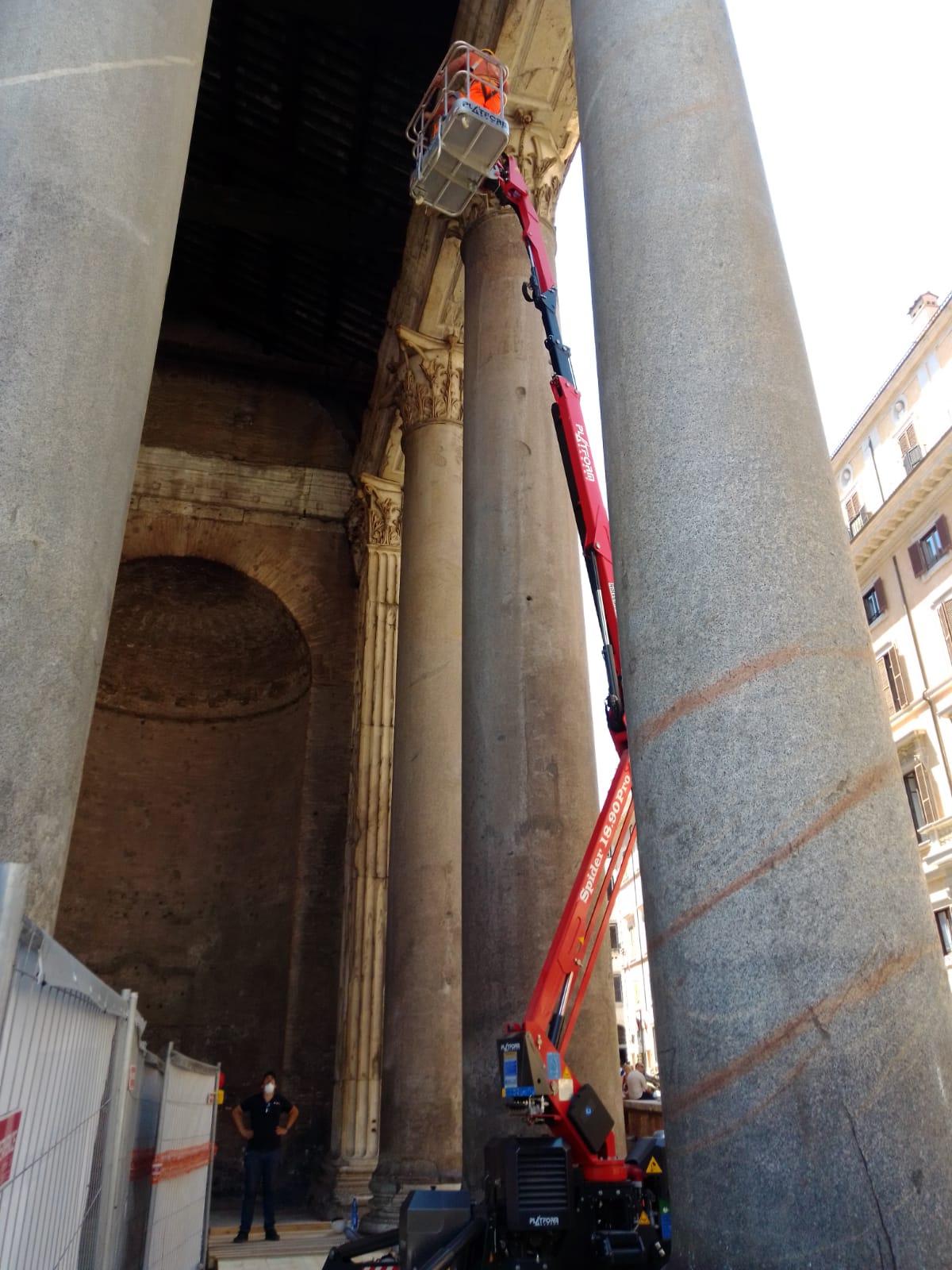 CEIT installa il complesso impianto di illuminazione del Pantheon